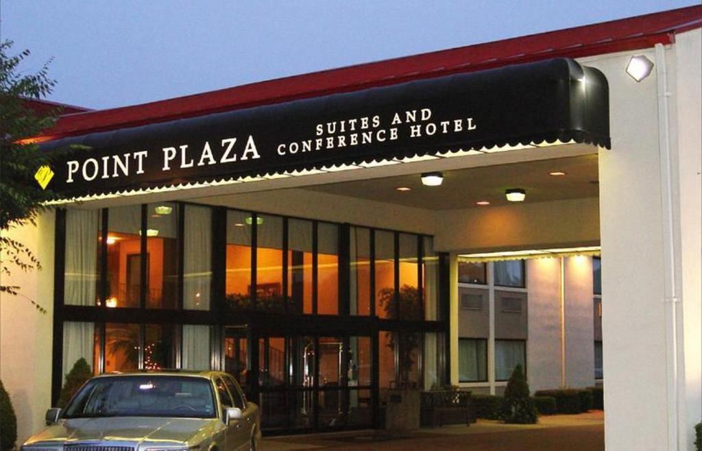 hotel point plaza city cent newport news va. Black Bedroom Furniture Sets. Home Design Ideas