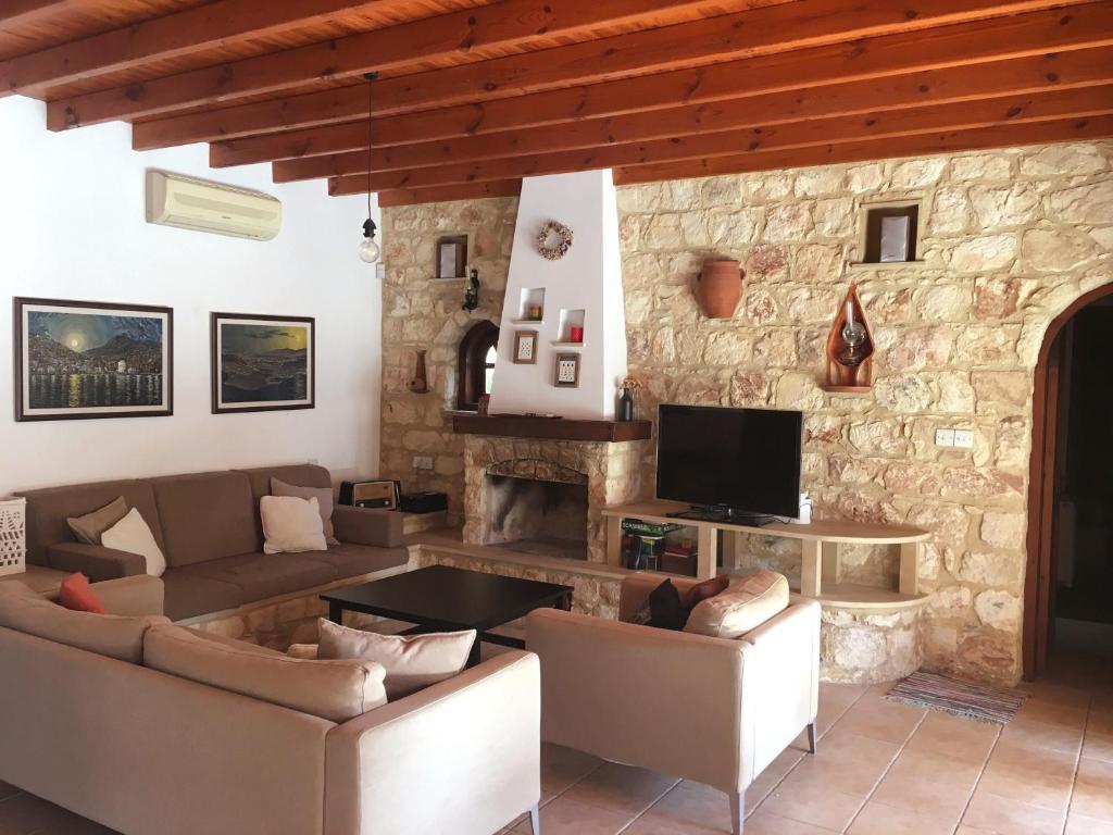 Villa for rent in MILIOU close to Lachi & Peyia, Miliou, Cyprus
