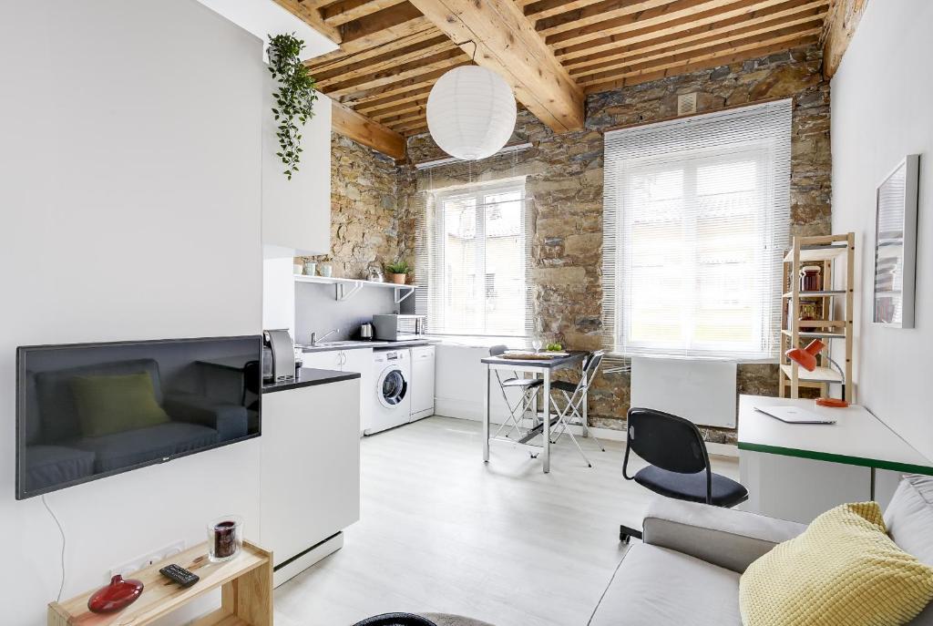 Apartment Studio Renove Croix Rousse Lyon France Booking Com