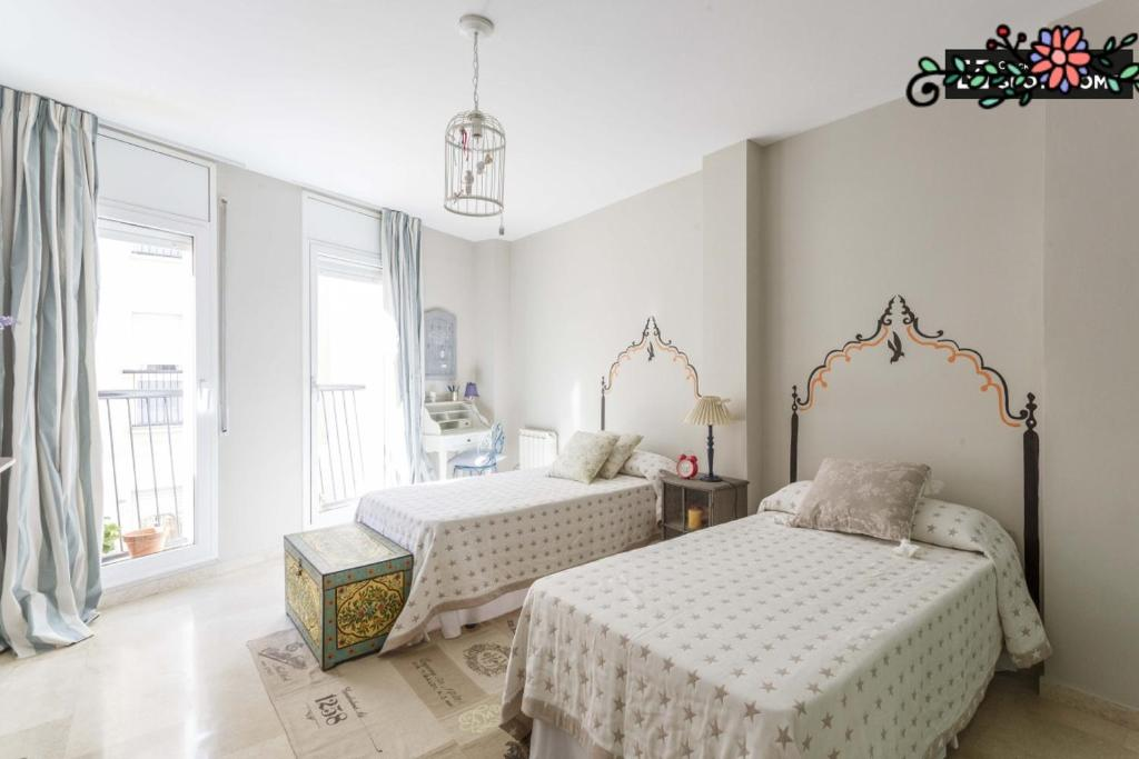 A bed or beds in a room at Habitacion Schaby Chic Barcelona