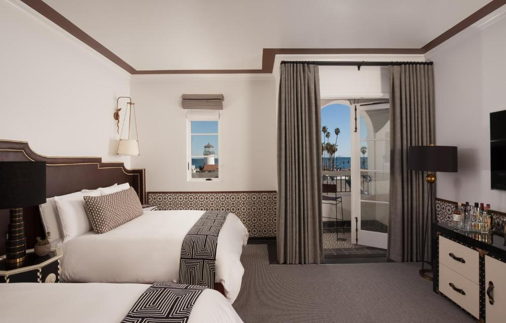 A room with ocean view at the Hotel Californian.