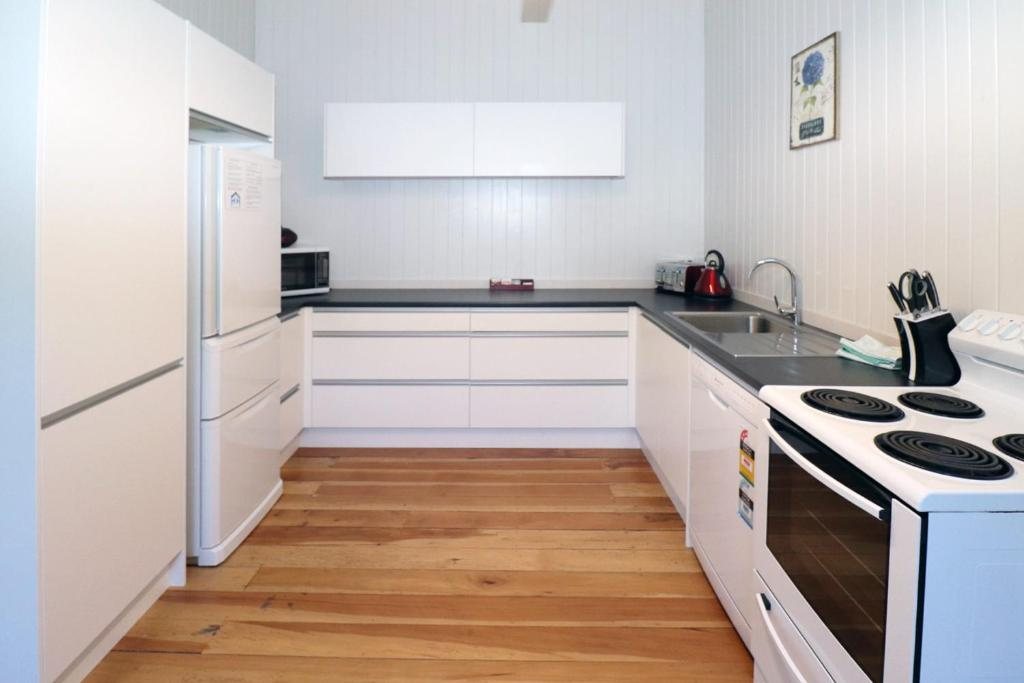 gallery image of this property - Hamilton Kitchen