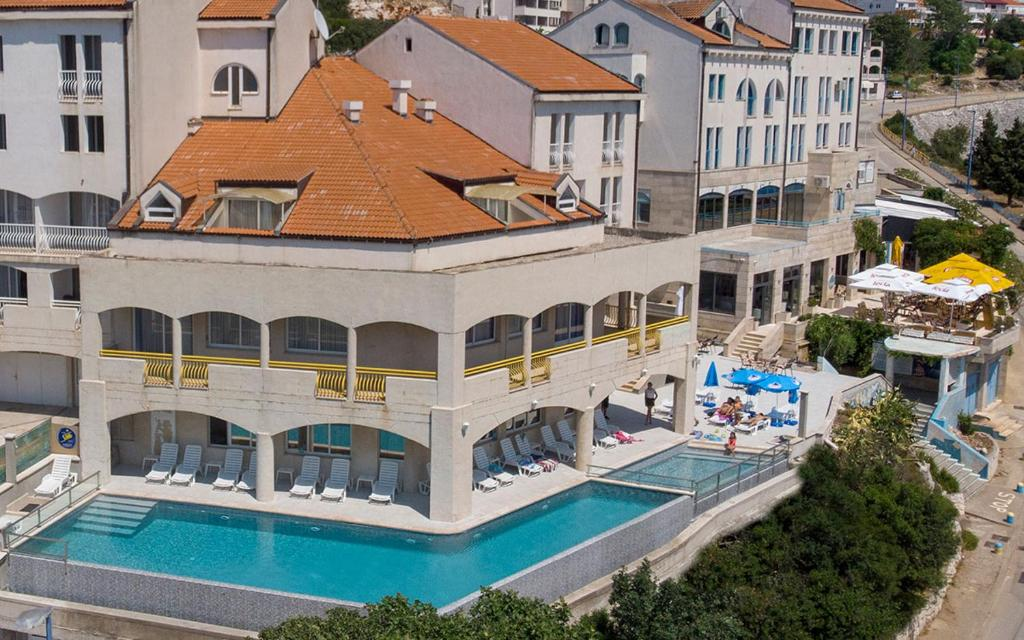 A view of the pool at Hotel Stella or nearby