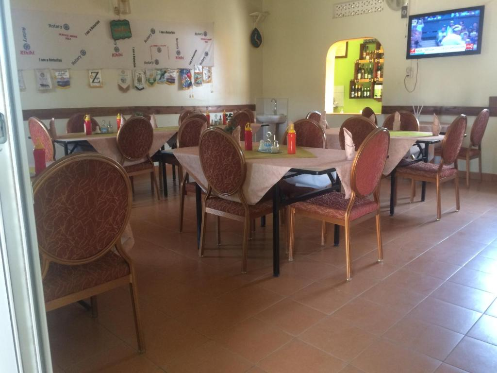 A restaurant or other place to eat at Suba Motel