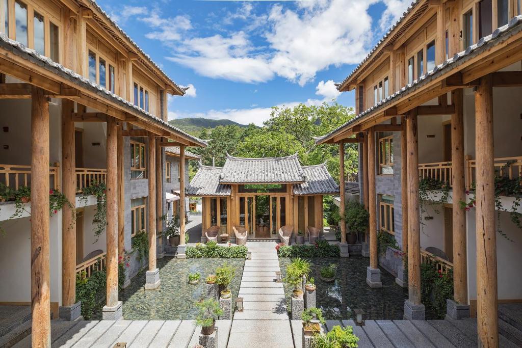 Arro Khampa by Zinc Journey Lijiang