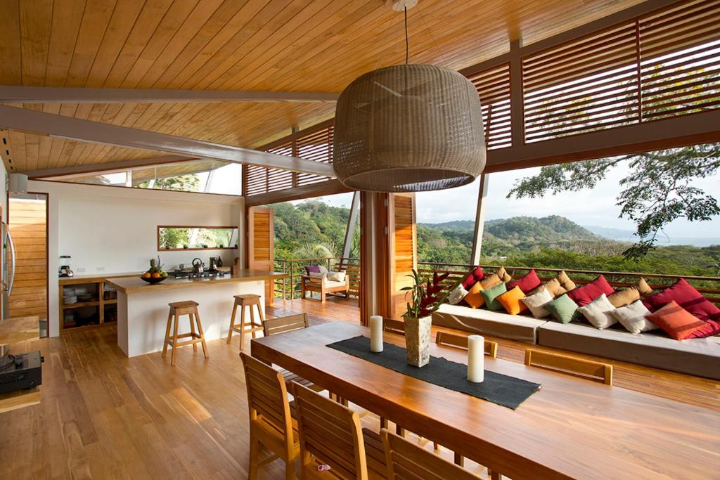 21 Photos Close The Floating House