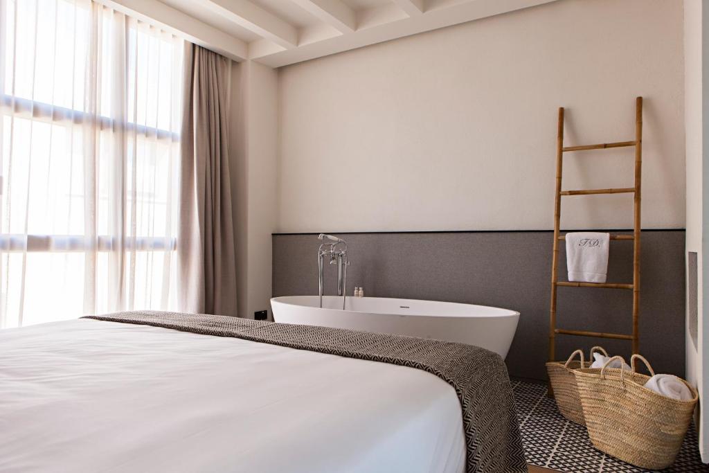 hoteles con encanto en tarragona  254