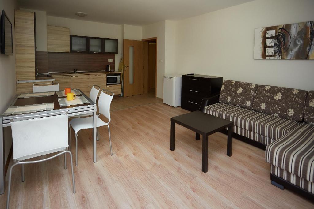 Апартамент Glarus - Балчик