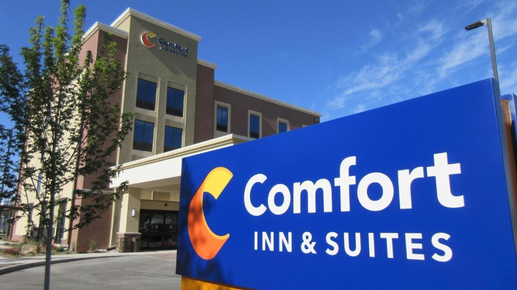 Comfort Inn & Suites.