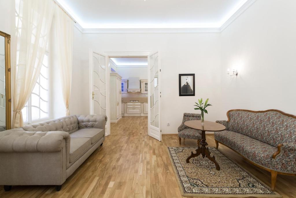 Luxury spacious apartment in Old Town Prague, Praga – Prezzi ...