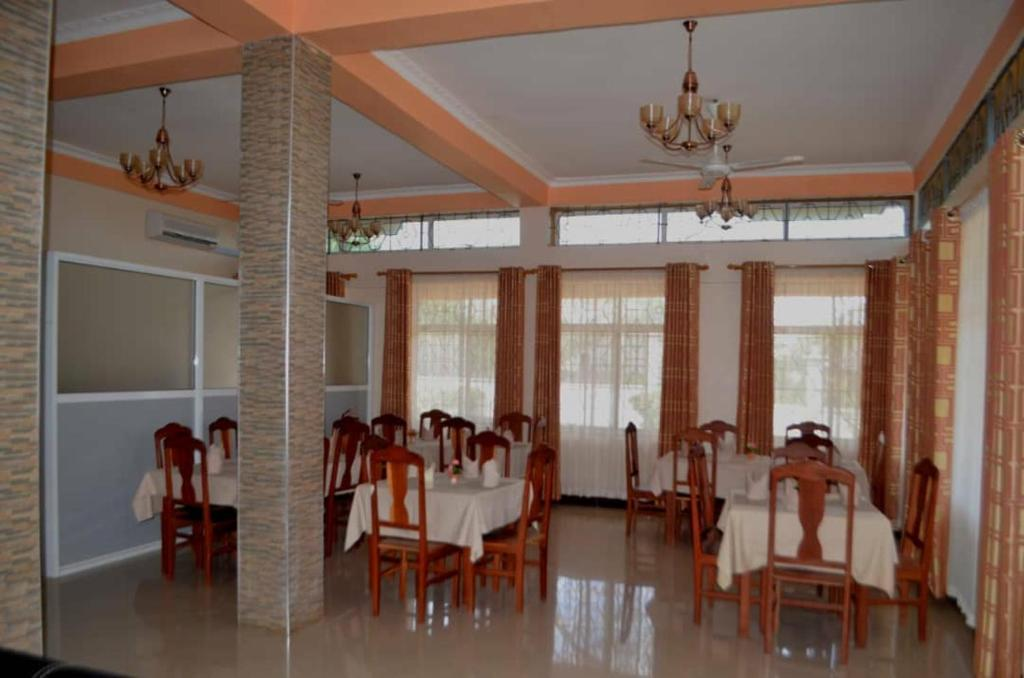 A restaurant or other place to eat at Cashewnut Hotel