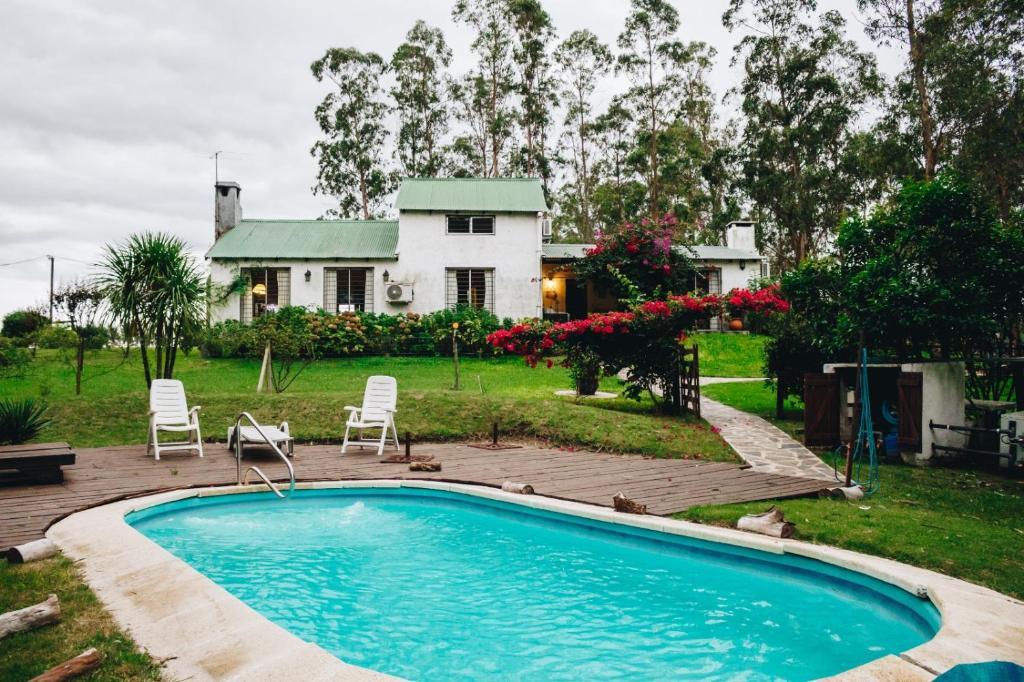 Casa de campo con piscina y bosque (Uruguay Montevideo ...