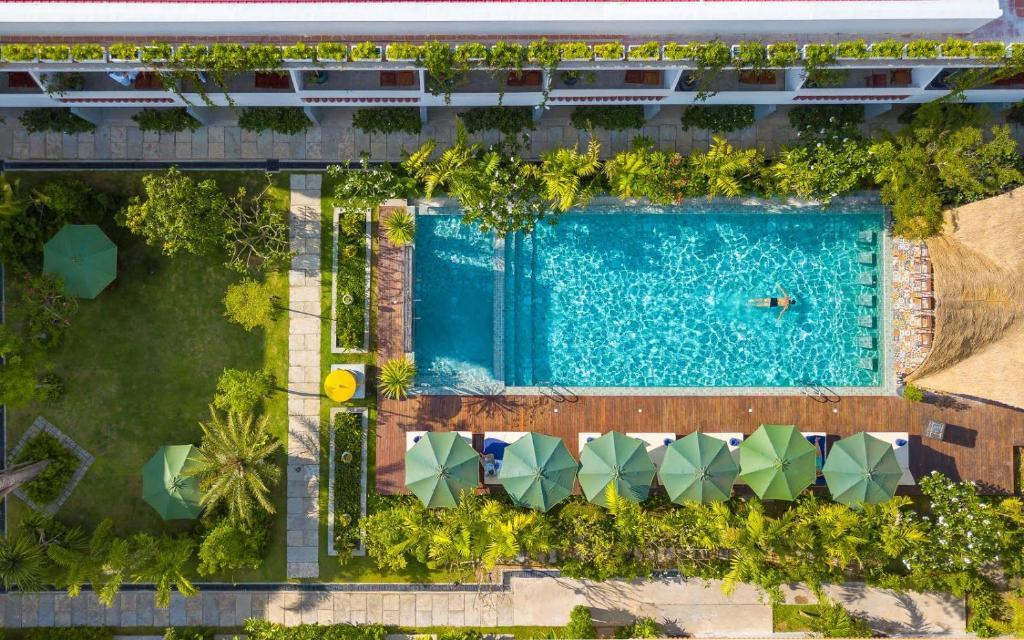 Uitzicht op het zwembad bij Sabara Angkor Resort & Spa of in de buurt