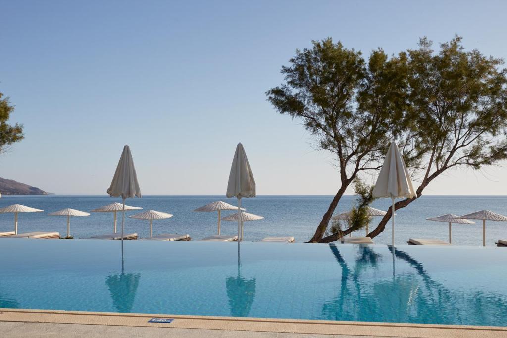 Het zwembad bij of vlak bij Giannoulis - Grand Bay Beach Resort (Exclusive Adults Only)