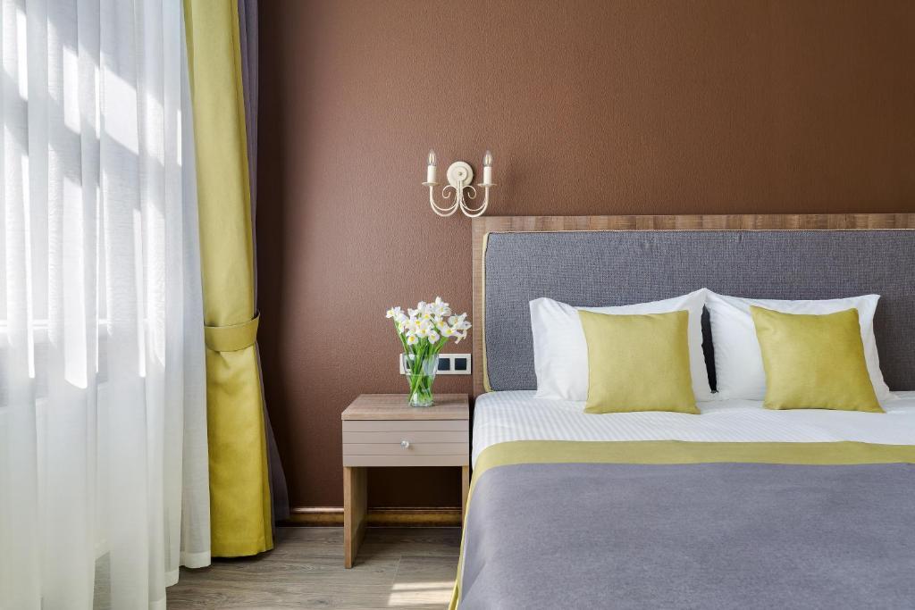 013bbb0879b Voodi või voodid majutusasutuse VOX Hotel toas
