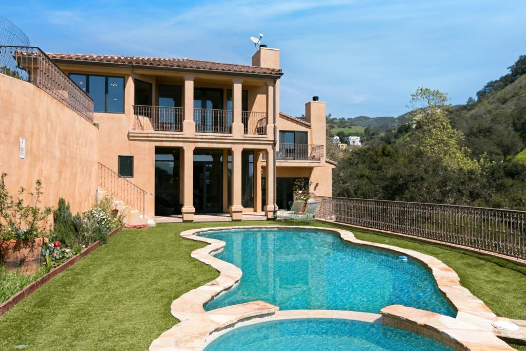 The swimming pool at or near Immaculate Villa