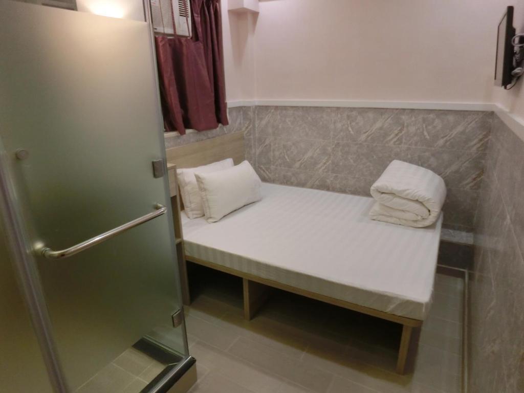 A bathroom at Hop inn On Nathan Road