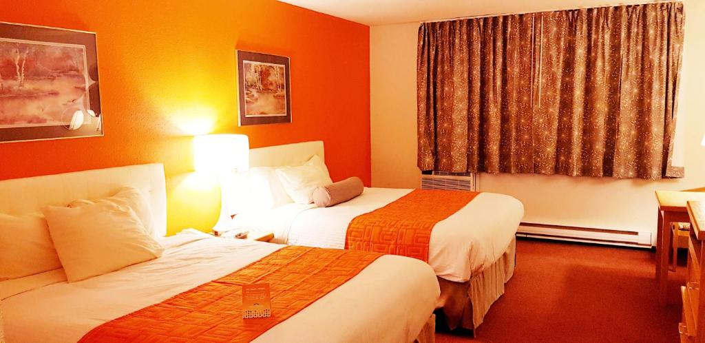 A bed or beds in a room at Howard Johnson by Wyndham Fort St. John