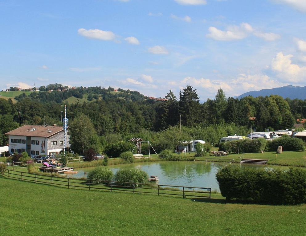 Kleiner Kühlschrank Für Terrasse : Terrassen camping am richterbichl deutschland rottenbuch