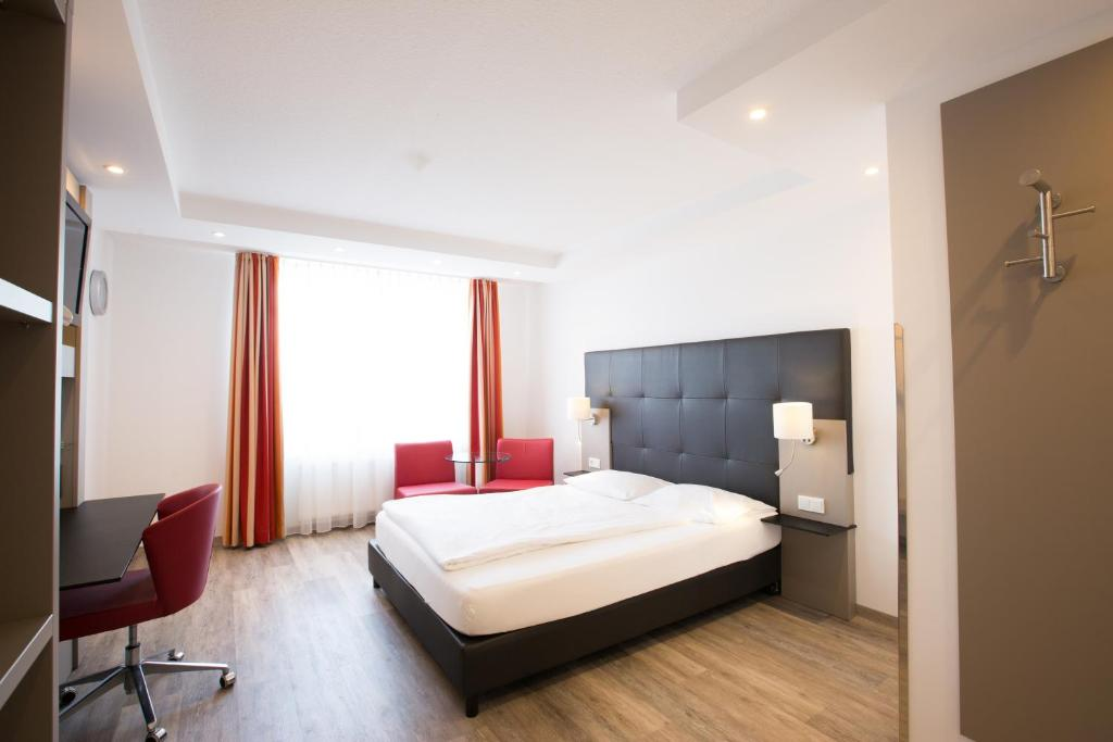A bed or beds in a room at Select Hotel A1 Bremen-Stuhr