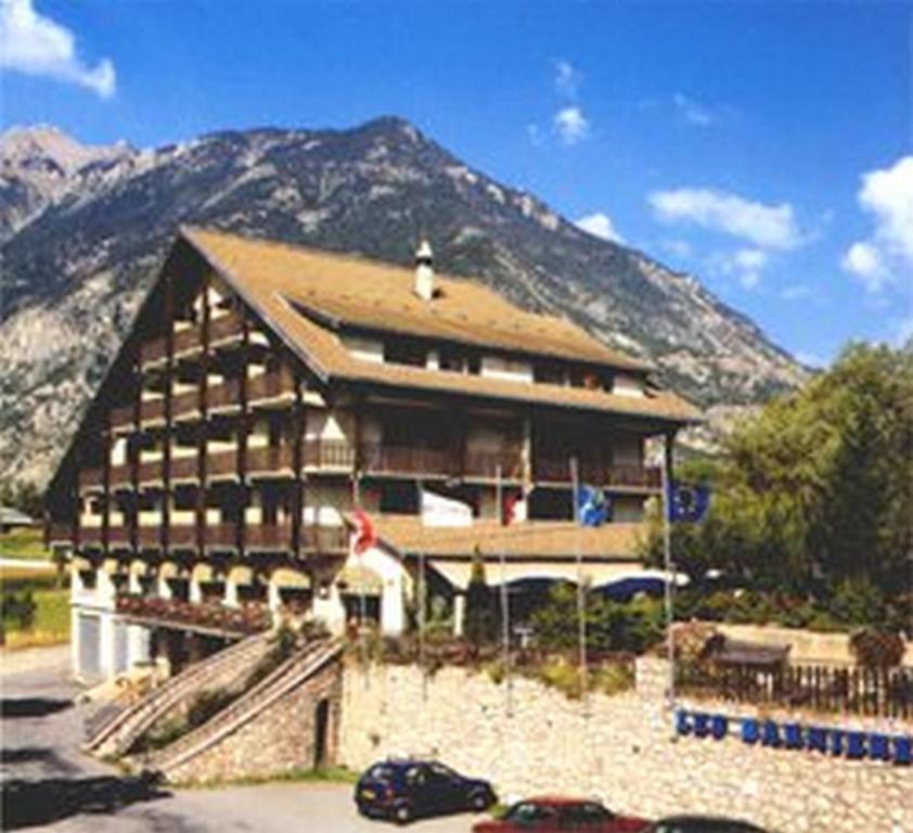 Hotel les barnieres france guillestre for Reservation hotel france