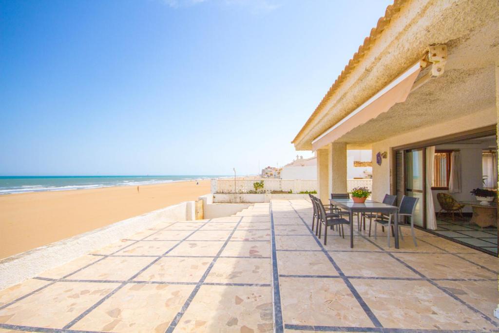 523a866551143 Gran Chalet en Primera Línea de Playa