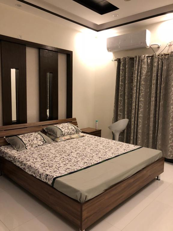 guest houses in lahore for dating dating a man with generalized anxiety disorder