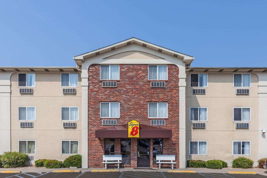 Super 8 by Wyndham Irving DFW Airport/South, Irving
