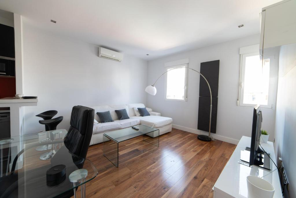 Modern and Bright apartment in Madrid City Center (Spanje ...