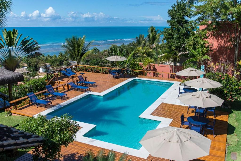 A view of the pool at Hotel Paraiso do Morro or nearby