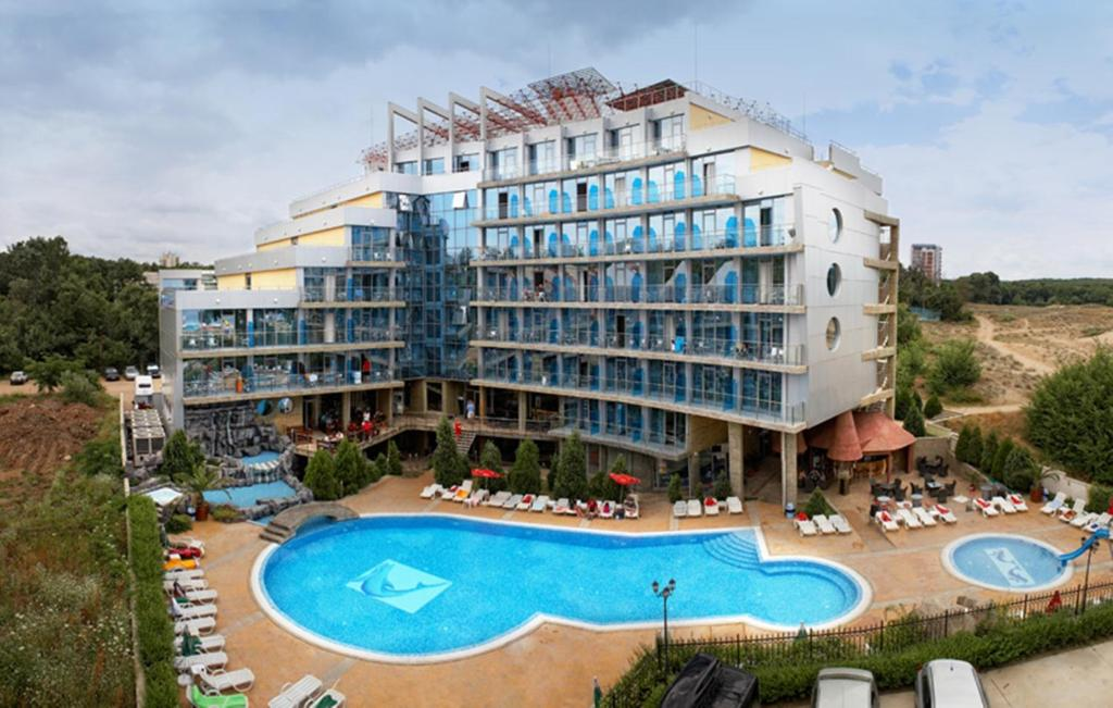 A view of the pool at Hotel Kamenec or nearby