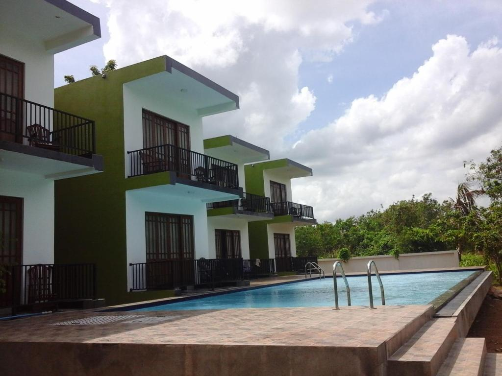 Het zwembad bij of vlak bij Hotel Golden Ray