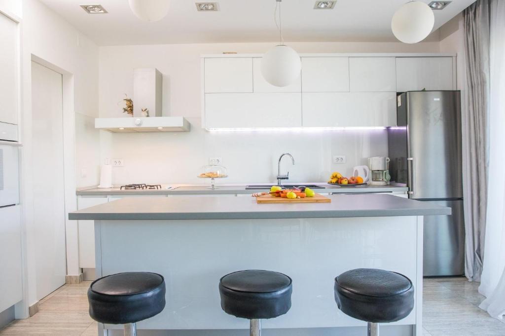 A kitchen or kitchenette at Laurels
