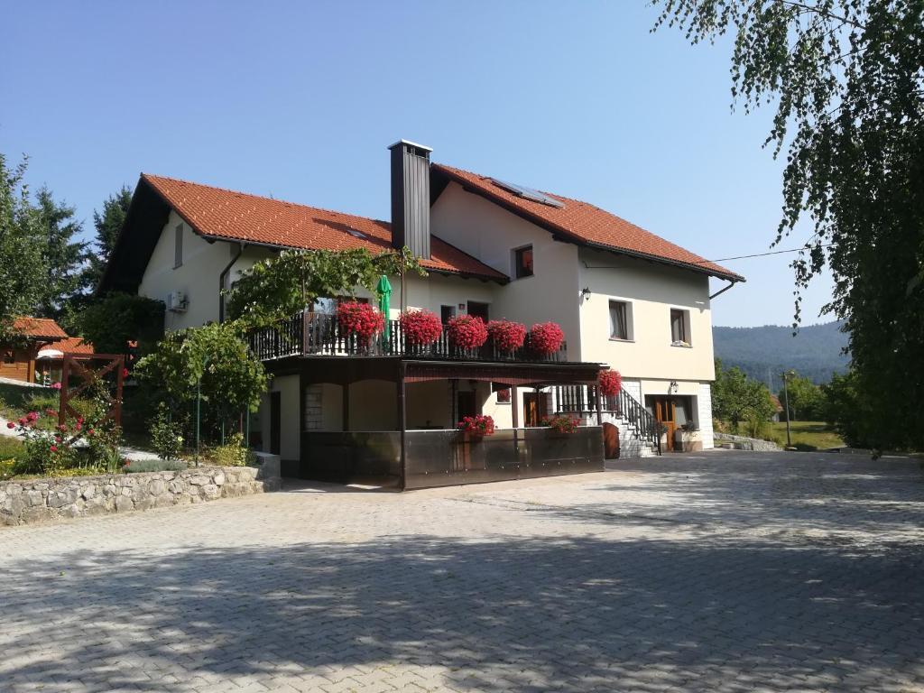 Zgradba, v kateri se nahaja gostišče