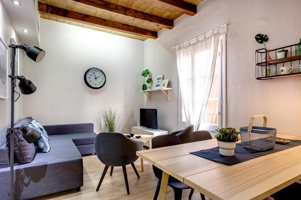 Renovated & Classic 3-Bedroom Sagrada Familia Apt., Barcellona ...