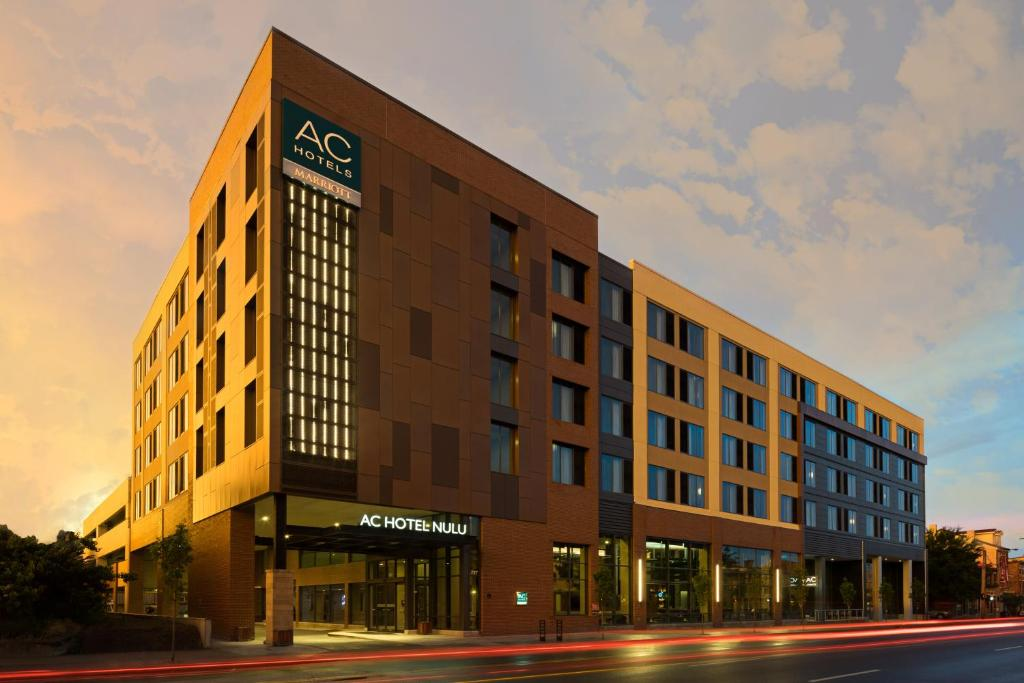 AC Hotel Louisville Downtown, KY - Booking.com on
