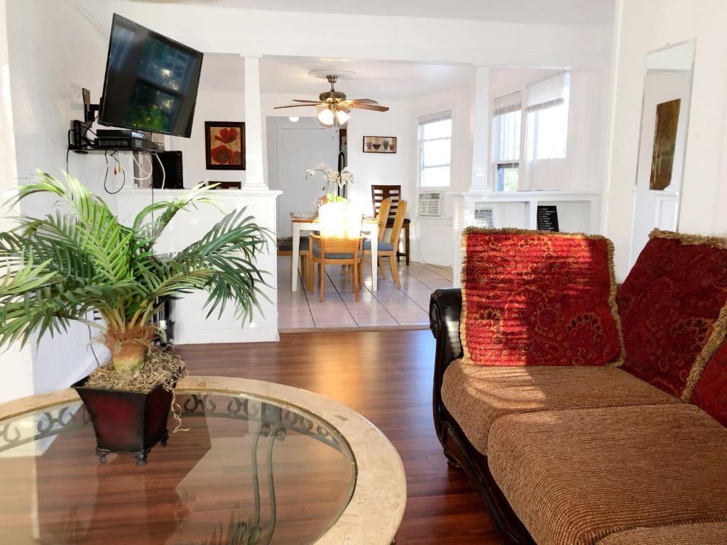 Apartment 2 Bd Lake Worth Spacious Penthouse Mins To Beach Fl