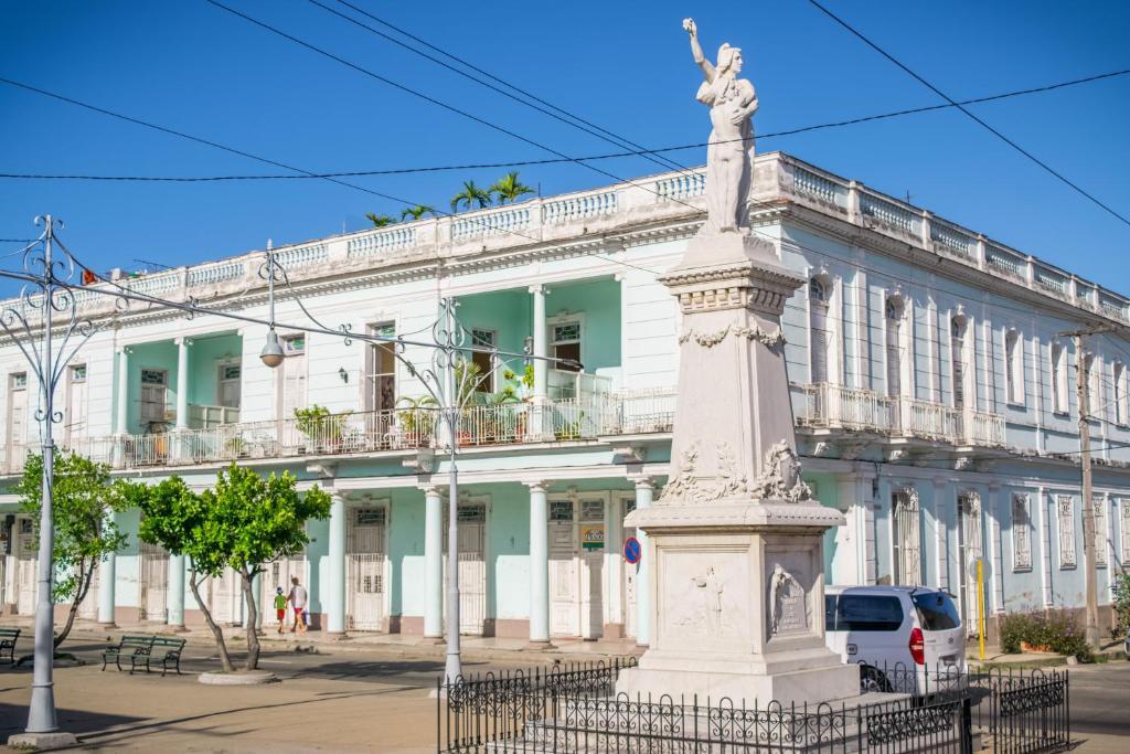 Teen girls in Cienfuegos
