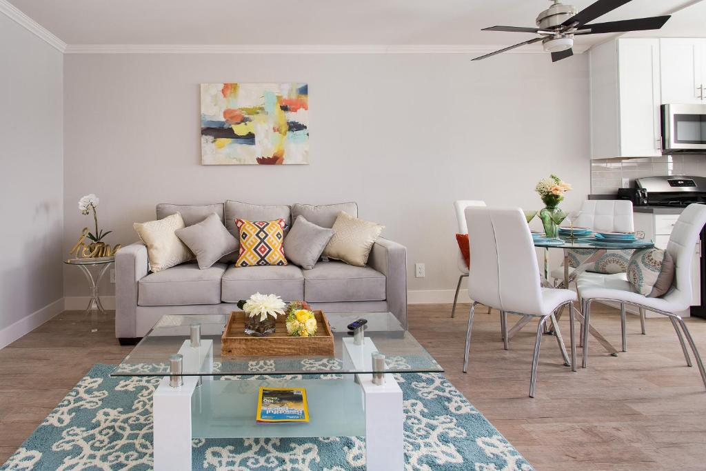 Apartment AMAZING HOLLYWOOD 40 BEDROOM SUITE Los Angeles CA Inspiration Hotels 2 Bedroom Suites Model Interior