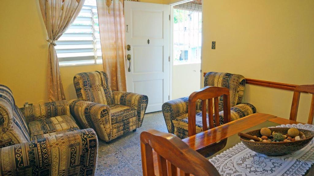 A seating area at Villa Nancy Apartment