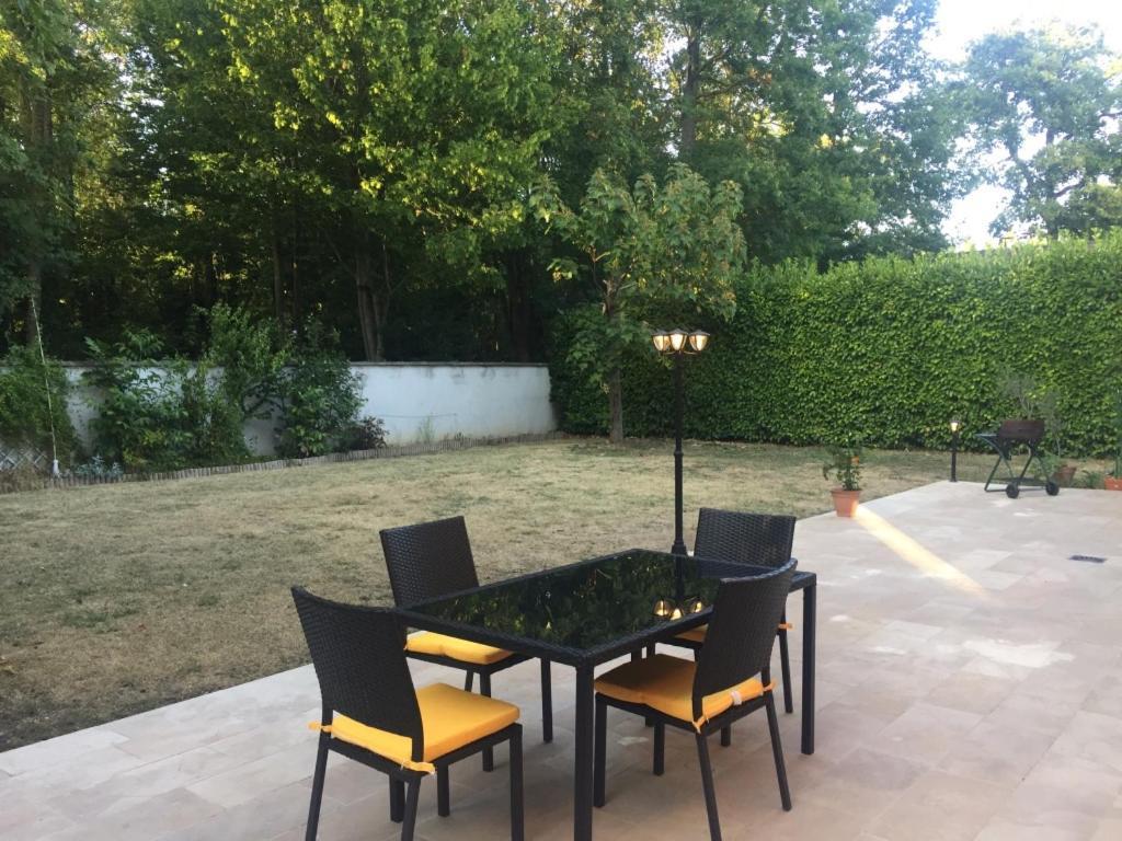Ferienhaus Grande Maison Jardin Terrasse Troye (Frankreich ...