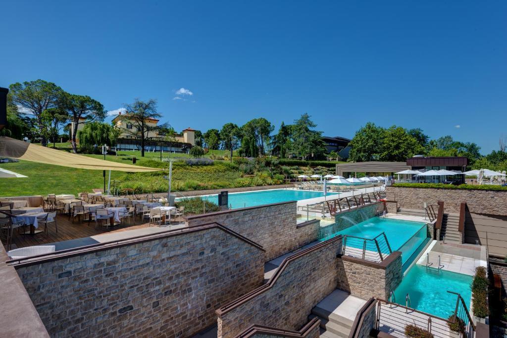 Uitzicht op het zwembad bij Palazzo di Varignana Resort & SPA of in de buurt