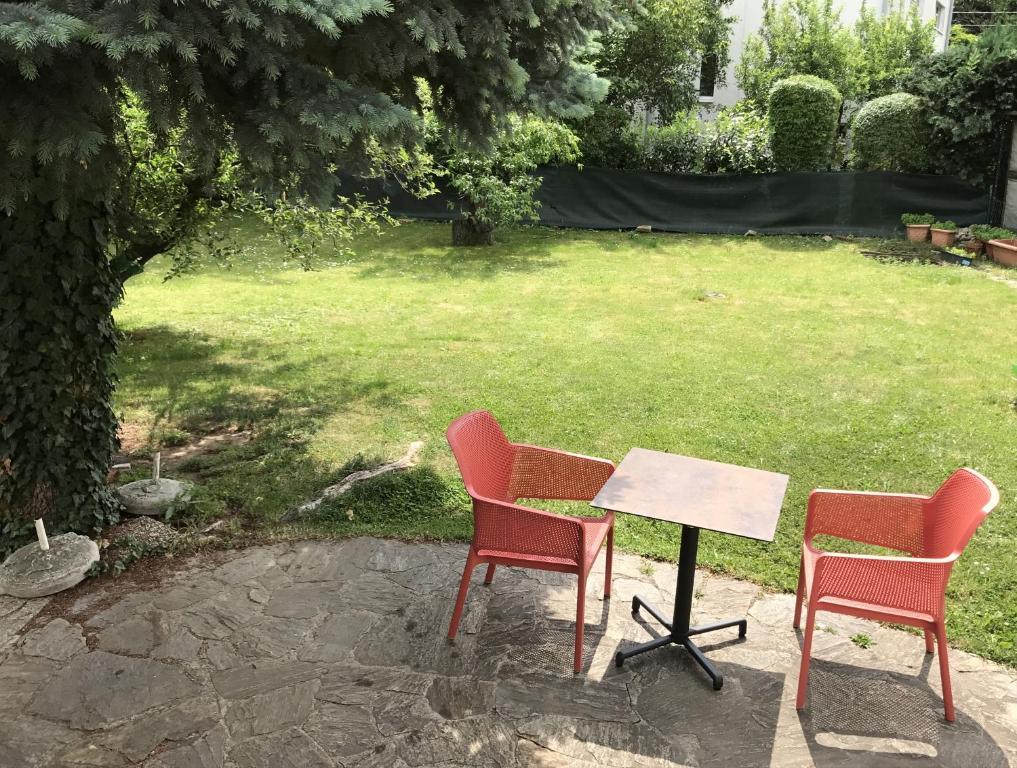 A garden outside Einfamilienhaus in Stadt Wien