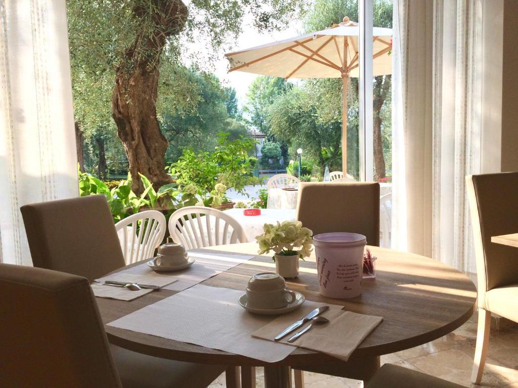 komfort mond designer betten zanette 2, hotel zanetti (italien torri del benaco) - booking, Design ideen