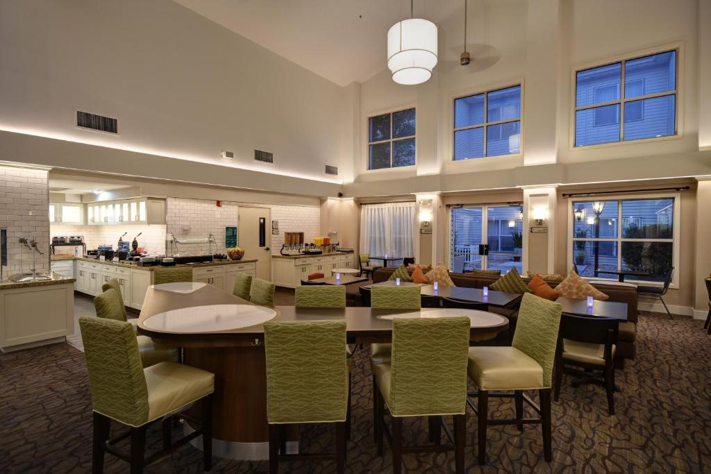 A restaurant or other place to eat at Homewood Suites by Hilton Salt Lake City - Midvale/Sandy