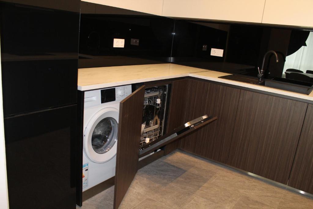 Amerikanischer Kühlschrank Metro : Preslav luxury apartment near a metro station bulgarien sofia