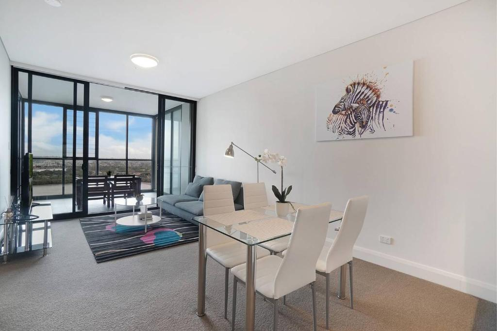 Cozy apartment with Water view plus Winter garden, Sydney, Australia