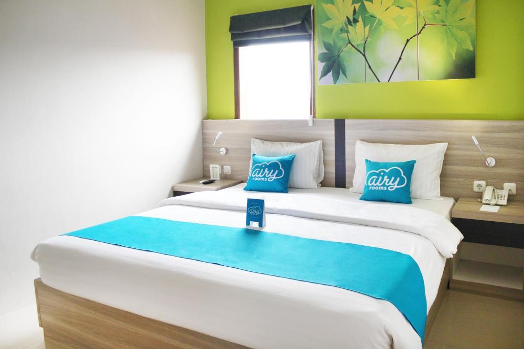 A bed or beds in a room at Airy Karamat Bhayangkara 127 Sukabumi