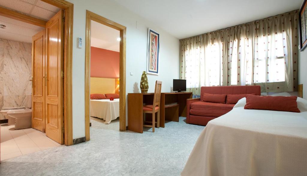 gran imagen de Apartamentos Turísticos Los Girasoles II