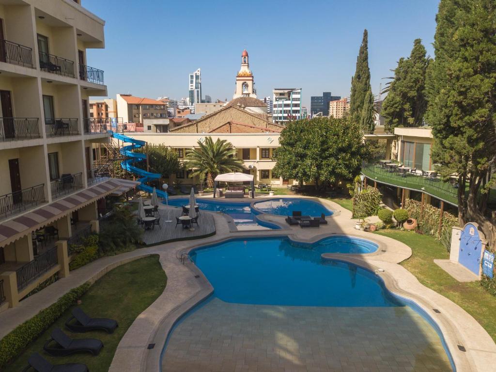 Vista de la piscina de Apartasuites By Gran Hotel Cochabamba o alrededores